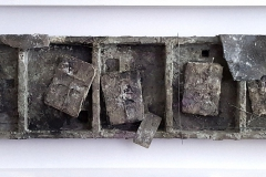 Marek Kulig, SARCOPHAGUM - PAMIĄTKI (2017, 55x181cm, assamblage, akryl)